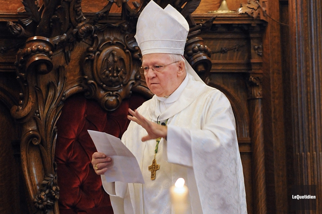 Mgr André Rivest devrait célébrer la messe des... (Archives Le Quotidien, Rocket Lavoie)