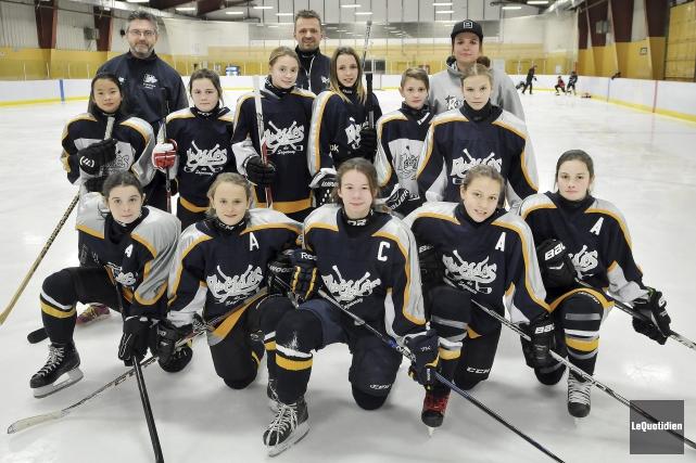 La seule formation de hockey féminin de la... (Photo Le Quotidien, Rocket Lavoie)