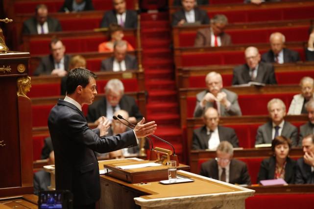 Le premier ministre français Manuel Valls s'adresse aux... (PHOTO MICHEL EULER, AP)