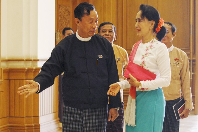 Aung San Suu Kyi a rencontré le président... (PHOTO SOE ZEYA TUN, AP)