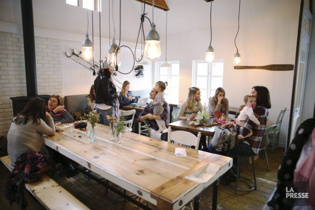 Le Saint-Laurent Café est une petite table qui... (PHOTO MARTIN CHAMBERLAND, LA PRESSE)