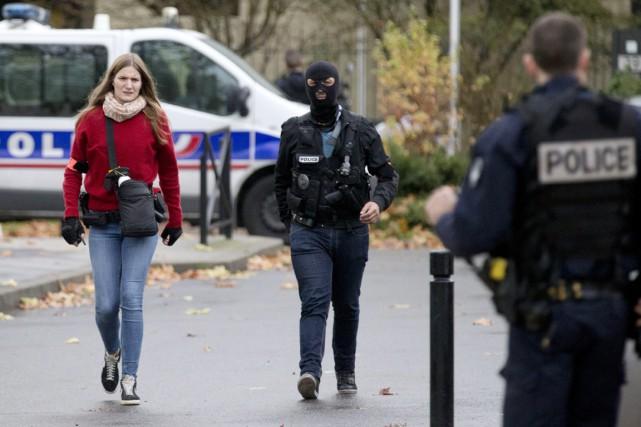 Les policiers ont perquisitionné jeudi après-midi chez la... (PHOTO PETER DEJONG, AP)