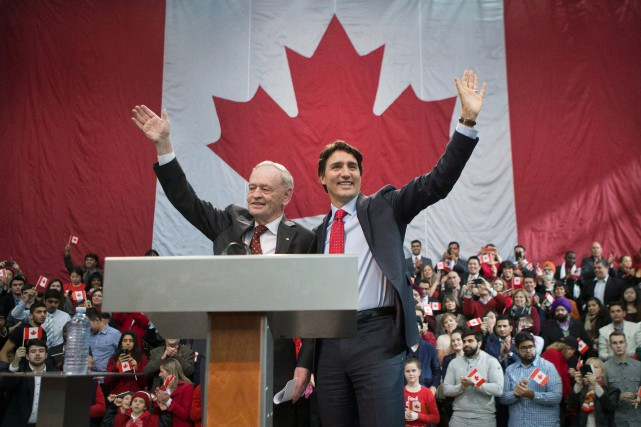 Les leaders libéraux Jean Chrétien et Justin Trudeau... (PHOTO CHRIS YOUNG, ARCHIVES LA PRESSE CANADIENNE)