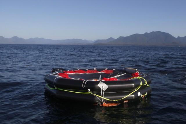 Un radeau de sauvetage déployé lors du nauvrage... (Photo archives La Presse Canadienne)