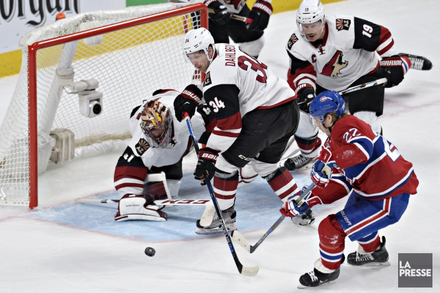 Le gardien Mike Smith se dresse devant un... (PHOTO BERNARD BRAULT, LA PRESSE)