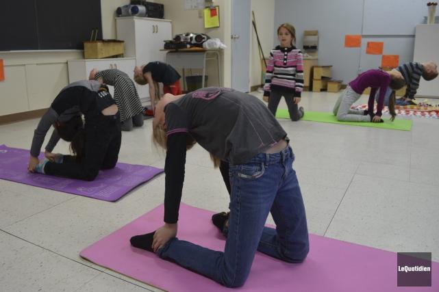Depuis que les jeunes pratiquent le yoga, ils... (Photo Le Quotidien, Louis Potvin)