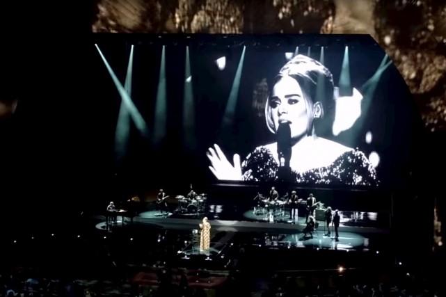 Adele en concert mardi au New York Radio... (Tirée d'une vidéo sur Youtube)