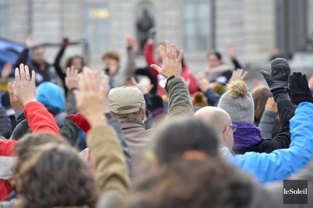 Quelques centaines de parents, grands-parents et enfants se... (Le Soleil Yan Doublet)