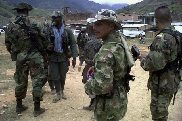 Des soldats membres des FARC.... (PHOTO ARCHIVES REUTERS)