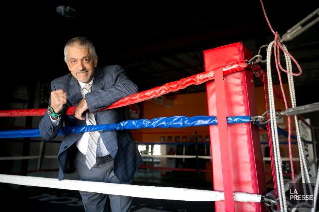 Russ Anber, l'homme-orchestre de la boxe québécoise, porte... (La Presse, François Roy)