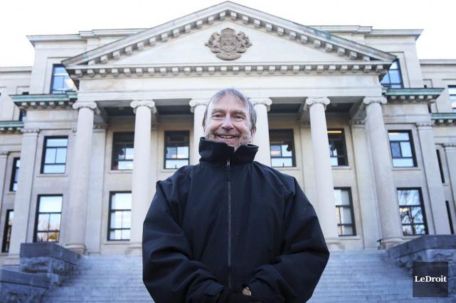 L'archiviste en chef de l'Université d'Ottawa, Michel Prévost... (Etienne Ranger, LeDroit)