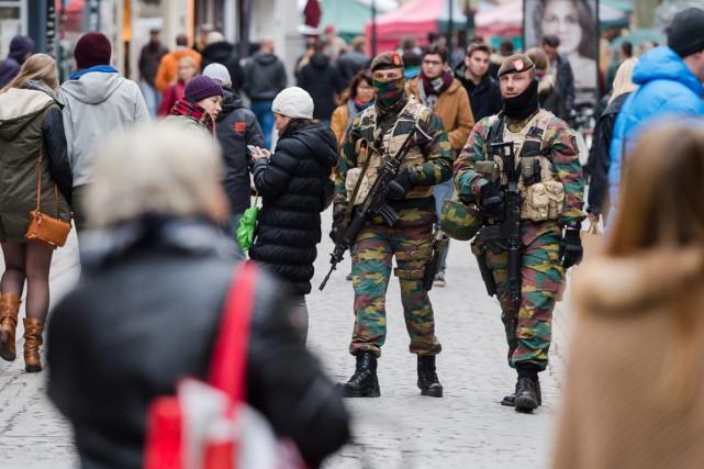 Cette mesure intervient quelques heures après qu'un suspect... (Photo Geert Vanden Wijngaert, AP)