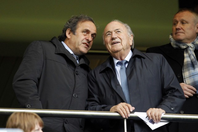 Michel Platini et Sepp Blatter... (PHOTO IAN KINGTON, ARCHIVES AFP)