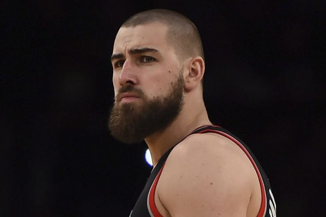 Jonas Valanciunas... (PHOTO ROBYN BECK, AFP)