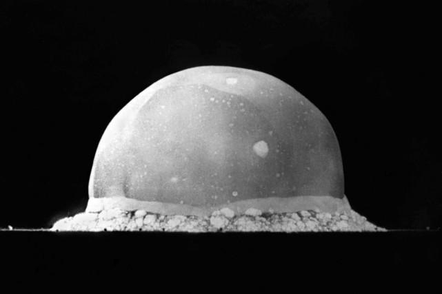 Lorsque la toute première arme nucléaire jamais mise... (wikimedia commons)