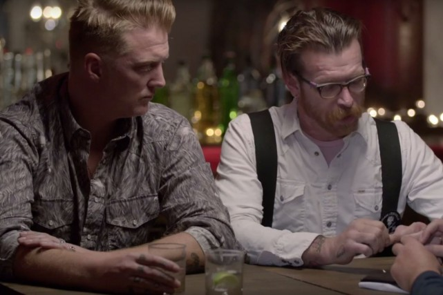 Joshua Homme et Jesse Hugues du groupe Eagles of... (CAPTURE D'ÉCRAN YOUTUBE)