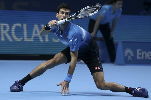 Novak Djokovic pourrait devenir dimanche le premier joueur... (AP, Tim Ireland)