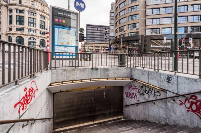 Les stations de métro et les écoles de... (AP, Geert Vanden Wijngaert)