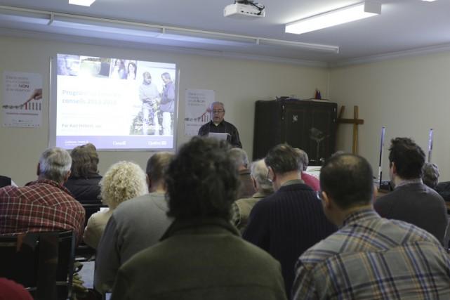 Une cinquantaine de personnes se sont réunies, samedi... (photo Catherine Trudeau)