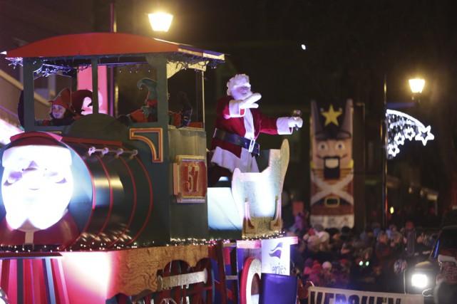 Le père Noël est arrivé dans Thomas le... (photo Catherine Trudeau)