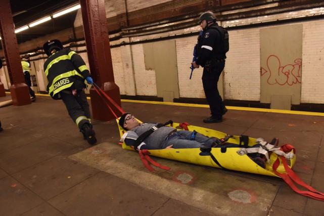 Sur les quelque 30 usagers du métro dans... (Photo NYPD via AP)