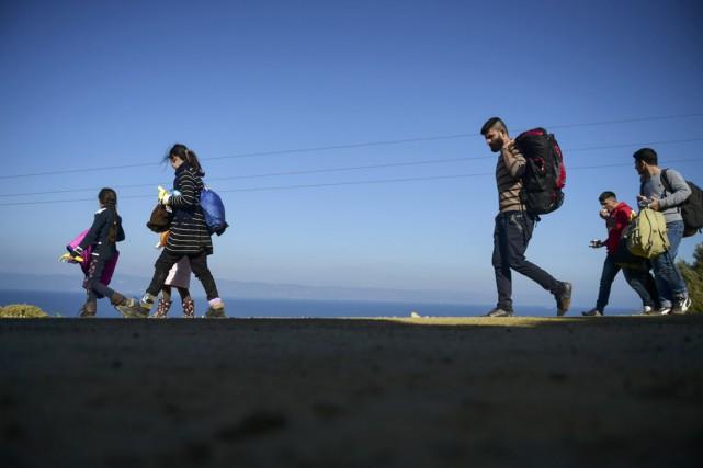 Des réfugiés syriens viennent d'arriver sur l'île de... (Photo BULENT KILIC, AFP)