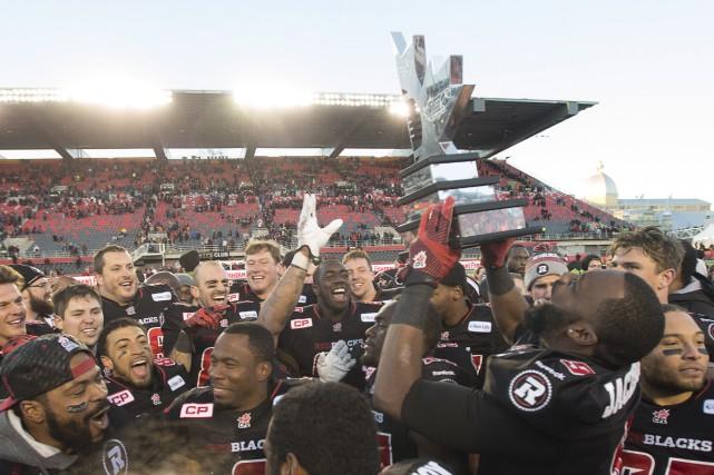 Cette victoire, obtenue devant une salle comble de... (Adrian Wyld, La Presse Canadienne)