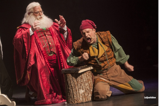 Nicolas Noël et son ami, le lutin Grésille,... (Photo Le Quotidien, Michel Tremblay)