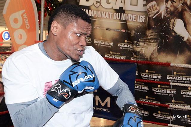 L'entraîneur d'Alvarez, Marc Ramsay, assure que son boxeur... (Le Soleil, Jean-Marie Villeneuve)