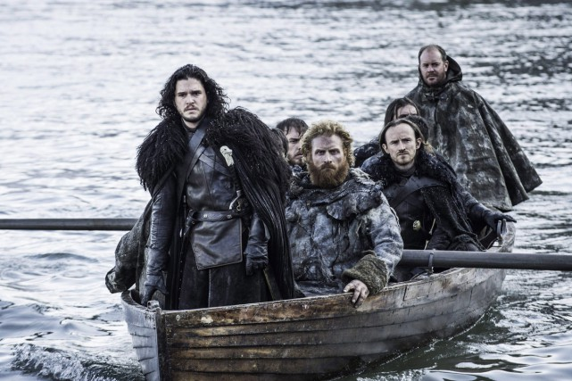 Kit Harington incarne Jon Snow (à l'avant du... (PHOTO FOURNIE PAR HBO)