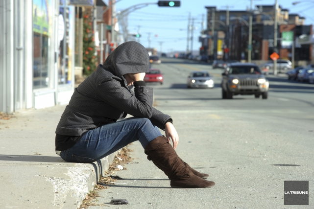 Investir dans des programmes de prévention du suicide... (Archives, La Tribune)