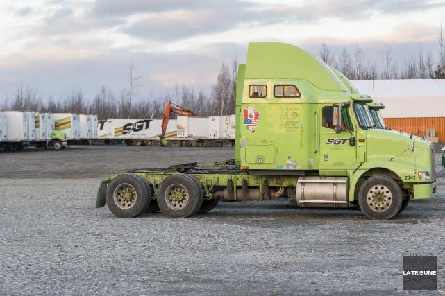 L'entreprise de camionnage SGT 2000 est en train... (Imacom, Frédéric Côté)