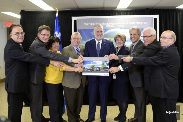Le ministre de la Santé, Gaétan Barrette et... (Photo Le Quotidien, Jeannot Lévesque)