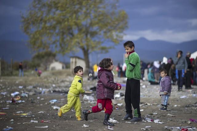 Ces mois pendant lesquels attendront ces personnes arrivées... (AFP, Robert Atanasovski)