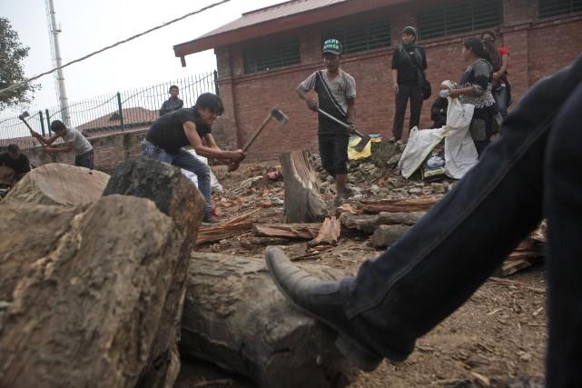 Il ne fait pas très bon vivre au Népal depuis quelques semaines. Une importante... (Photo AP)