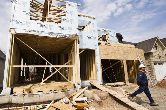 Le nombre de mises en chantier diminuera au... (Archives La Presse Canadienne)