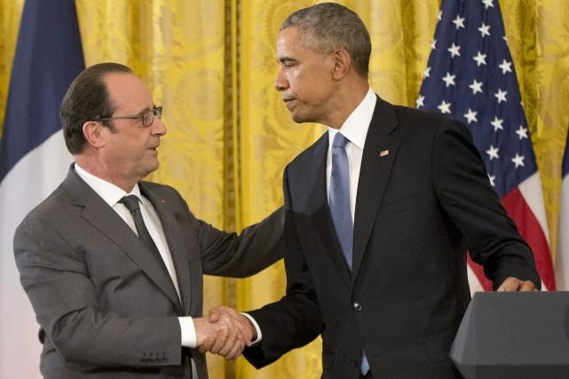 Le président français François Hollande (à gauche) a... (AP, Pablo Martinez Monsivais)