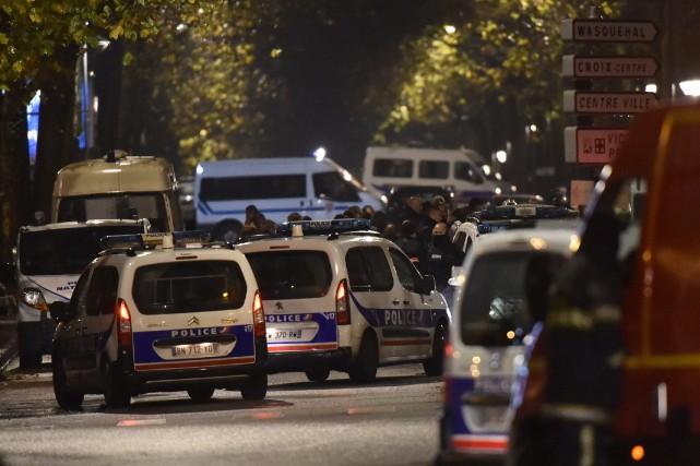 Des hommes armés étaient retranchés mardi soir avec... (PHILIPPE HUGUEN, AFP)