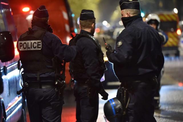 Deux personnes soupçonnées de liens avec les attentats djihadistes du 13... (PHOTO AFP)