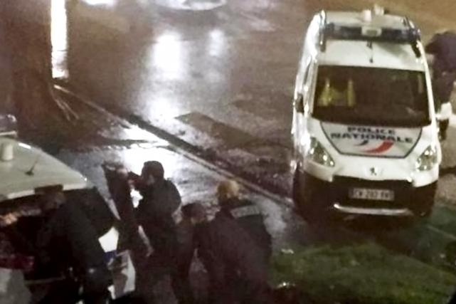 Un ou plusieurs hommes armés étaient retranchés mardi avec des otages dans un... (La Voix du Nord)