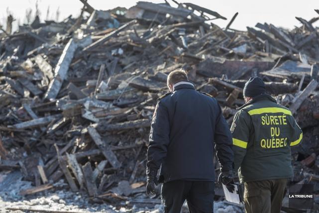 Un incendie a détruit un immeuble à logements... (Imacom, Frédéric Côté)