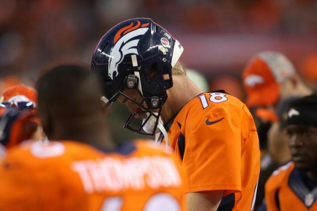 Peyton Manning ratera au moins deux autres semaines d'activités après avoir... (PHOTO REUTERS)