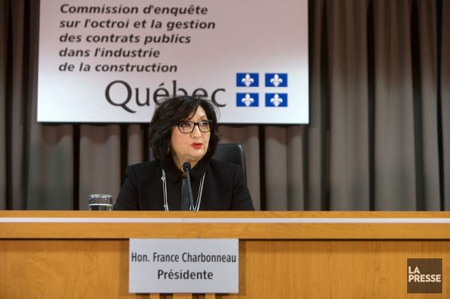 La juge France Charbonneau a déposé un volumineux... (La Presse, Robert Skinner)