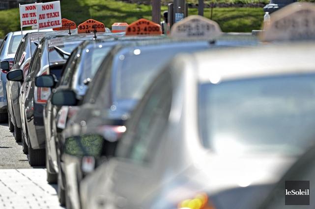 Des chauffeurs de taxi demandent au gouvernement du... (Photothèque Le Soleil, Patrice Laroche)