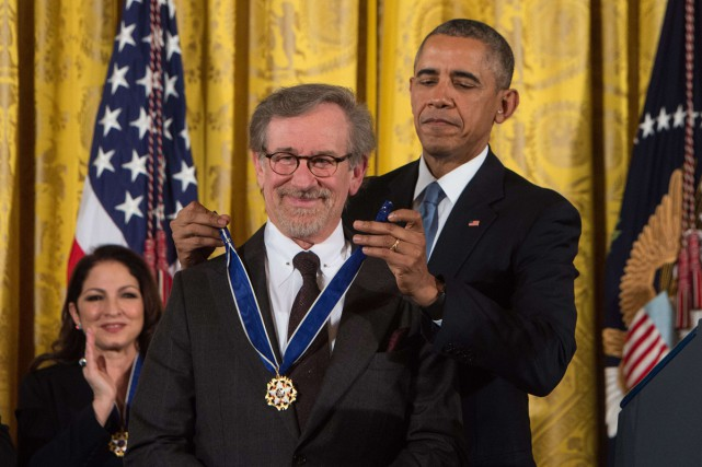 Barack Obama a remis la médaille présidentielle de... (PHOTO AFP)