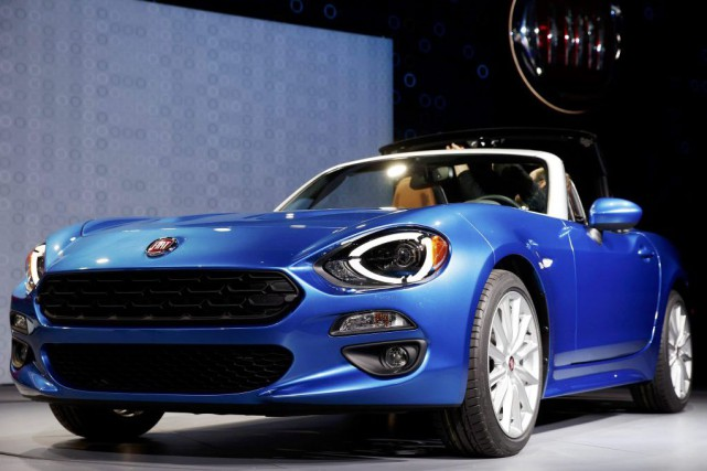 La Fiat 124 Spider 2017... (PHOTO LUCY NICHOLSON, REUTERS)
