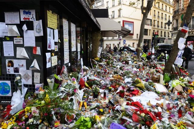 La devanture du café Belle Équipe touché par... (AFP, Bertrand Guay)