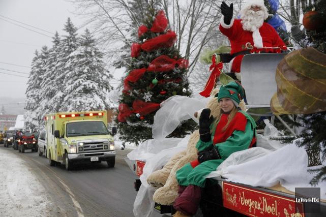 Le défilé du père Noël, l'an dernier, à... (Julie Catudal, archives La Voix de l'Est)