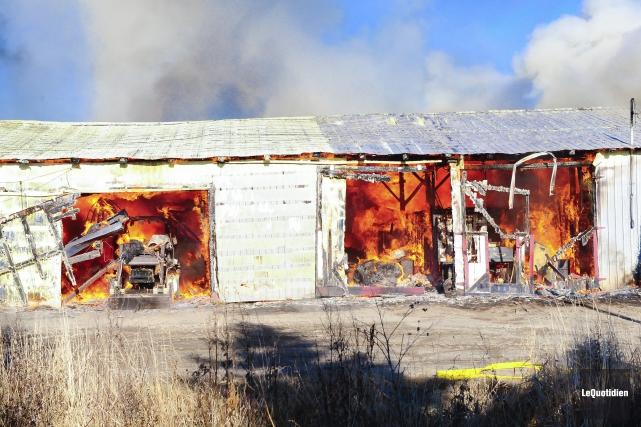 Incendie à Saint-Nazaire (Photo Le Quotidien, Gimmy Desbiens)