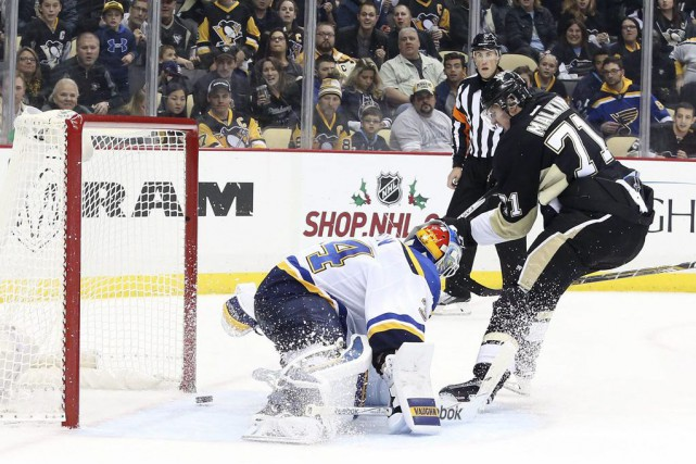 Evgeni Malkin a touché la cible après 1:03 de jeu en prolongation, Sidney... (PHOTO REUTERS)